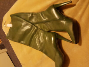 Sexy Leather high heel size 7 moss green BRONX boots