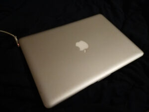 MacBook Pro (13-inch, Mid-2010) 2.4 Ghz Dual Core SSD 8GB Ram