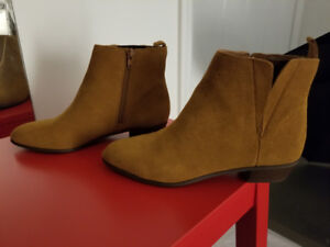Gap Women's Sueded Chelsea Boots in Chestnut Brown – Size 6.5
