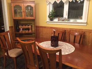 Dining table chairs & hutch