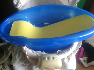 NEED GONE ASAP !!! BABY BATH WITH TEMPERATURE STRIP!!