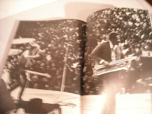 Springsteen - Soft Cover Book by Robert Hilburn & Howard Klein Peterborough Peterborough Area image 3