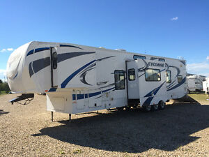 2011 cyclone 41' LOADED 5TH TOY HAULER LUXURY $9000 DROP!!!