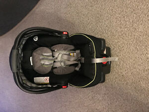Graco Urbanlite Car Seat with base - Omni