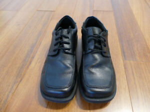 Kids Smart Fit Dress Shoes size 4, like new worn once.
