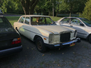 **PART OUT**  Mercedes 1976 ( non plaquable )