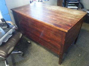 Office Desk/table for sale / Table/Bureau a vendre