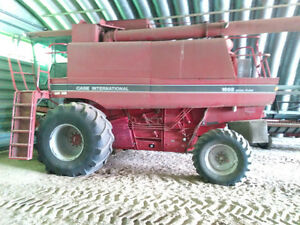 Case IH 1688, 30ft 1020 header