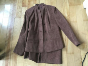 Ladies Size 8  Business Suit   Brown/Taupe