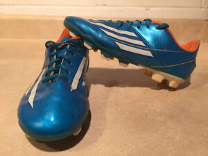 Kids Adidas F5 Outdoor Soccer Cleats Size 3 London Ontario image 1