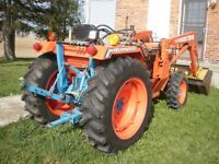 Kioti LB2214, 4WD, with loader