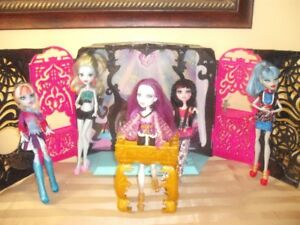 monster high doll spectra, and her playstage, with extra dolls