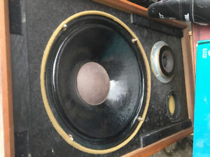 One speaker Goodman woofer and midrange inside working