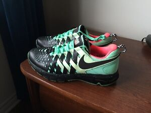 Nike FingerTrap Max (Exclusive 24/7)