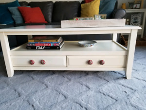 Pier 1 coffee and end tables