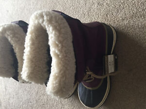 Sorel winter boots size 8 never worn