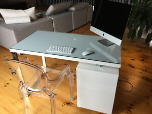 iMAC Computer with Desk