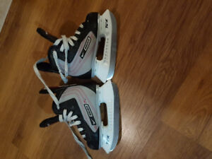 Kids Nike Bauer skates size Y8 excellent condition