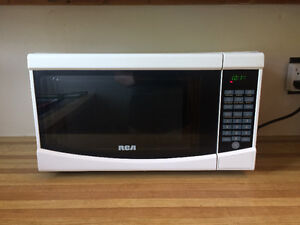 RCA Microwave - Perfect Condition