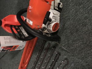 Ms 251 c chainsaw with 5 practically brand new chains