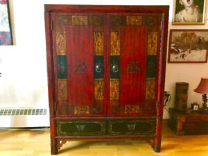 Chinese Cabinet for sale in beautiful condition