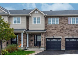 3 bedroom 3 bath townhouse in Trail West in Kanata