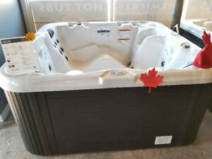 July Blow Out Special! 202SE Freestyle 110V Hot Tub $3000 OFF!!