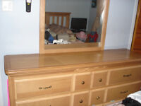 Mobilier de chambre à coucher en bois