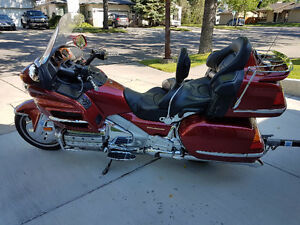 2001 Honda Gold wing in excellent condition includes trailer