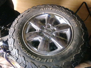 2009. GMC  SIERRA SLT 18 in  Rims and Tires