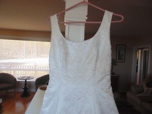 BEAUTIFUL WEDDING GOWN - size 10