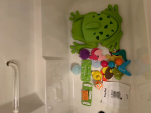 Boon frog pod with accessories