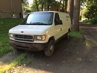 Ford Econoline E250 2001 V8 Negociable
