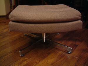 FOOTSTOOL / OTTOMAN WITH CHROME BASE