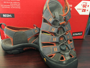 Men's Keen sandals, size 10, barely worn, excellent condition