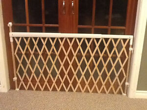 EXPANDABLE BABY OR PET GATE Windsor Region Ontario image 1