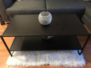 3 month old coffee table!! 50$