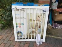 MOTHERCARE PRESSURE FIT SAFETY GATE UNUSED