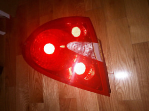 Buick Allure tail light feux arriere