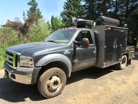 2006 Ford XLT F550 4x4 diesel service truck low kms