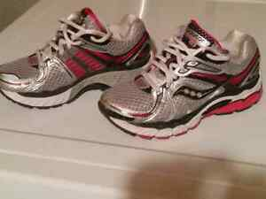 Womens SAUCONY Hurricane 13 Pink Training Running Athletic Shoes
