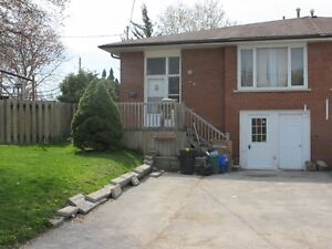 Beautifully renovated 2 Bedrooms Apt in Newmarket $1300 + hydro