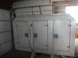 enclosed 3 door headache rack