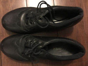 Girls ( women's) size 5 tap shoe