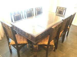 stunning Table & chairs set for sale - negotiable price