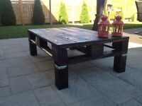 Reclaimed wood pallet table