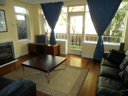 Attractive 1 BRm FLAT for TRAVELLING GROUP near BALACLAVA STATION
