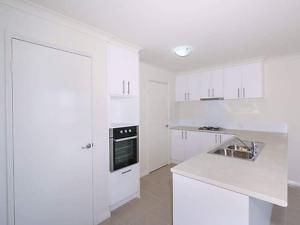 Queen bedroom $125 per week Coolbellup Cockburn Area Preview