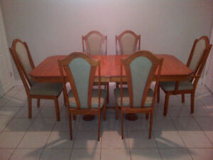 Solid Oak Dining Table Hutch & Chairs