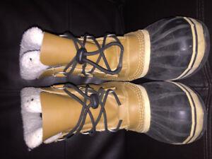 Boys sorel waterproof winter boots size 5